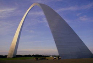 Image of the Saint Louis gateway arch in downtown St. Louis.